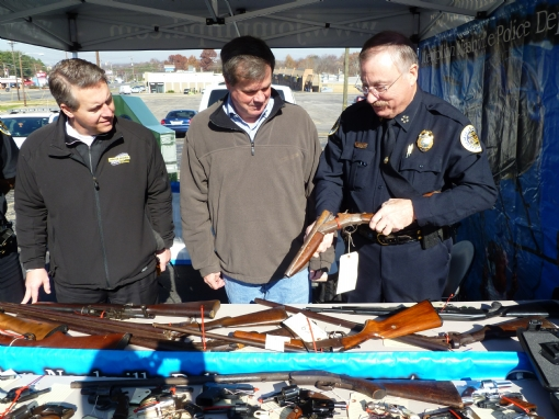 Dollar General VP Steve Brophy, Mayor Karl Dean, MNPD Chief Steve Anderson examine a sawed-off shotgun